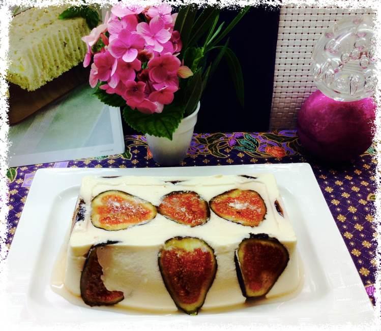Flan de cuajada y queso con frutas