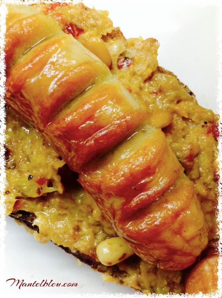 Tosta de salchichas blancas con crema de verdura y piñones 2