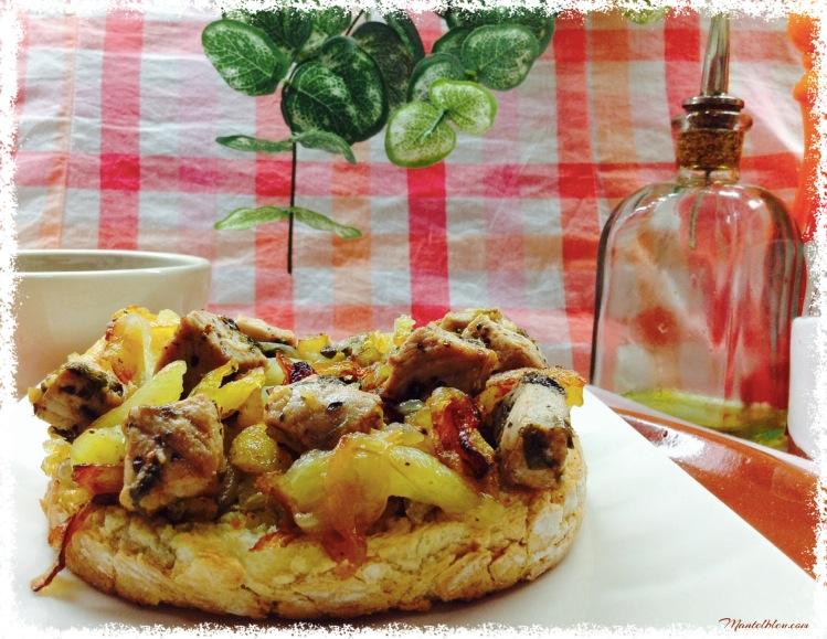 Tosta de patatas con cebolla y taquitos de lomo 3