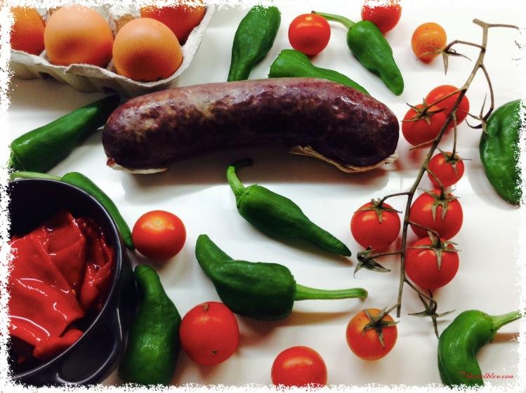 Morcilla de Muskiz , pimientos de Gernika, huevos y tomatitos