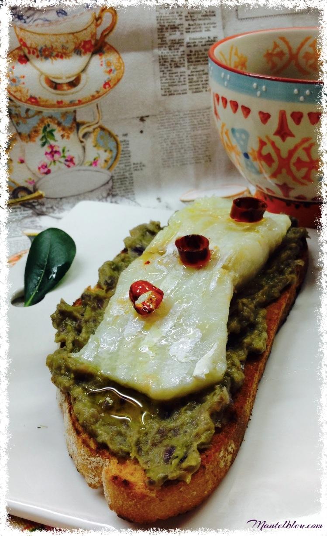 Tosta de bacalao confitado con crema de pimientos verdes 2