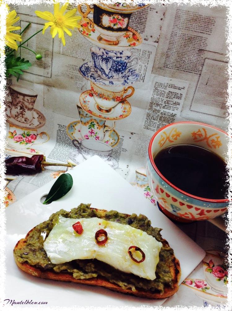 Tosta de bacalao confitado soobre crema de pimiento verde 1
