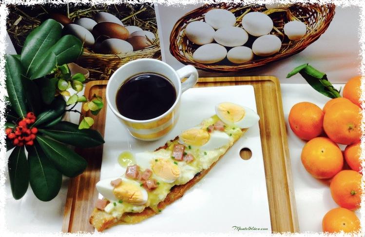 Tosta de huevoa en salsa verde con taquitos de pavo 2