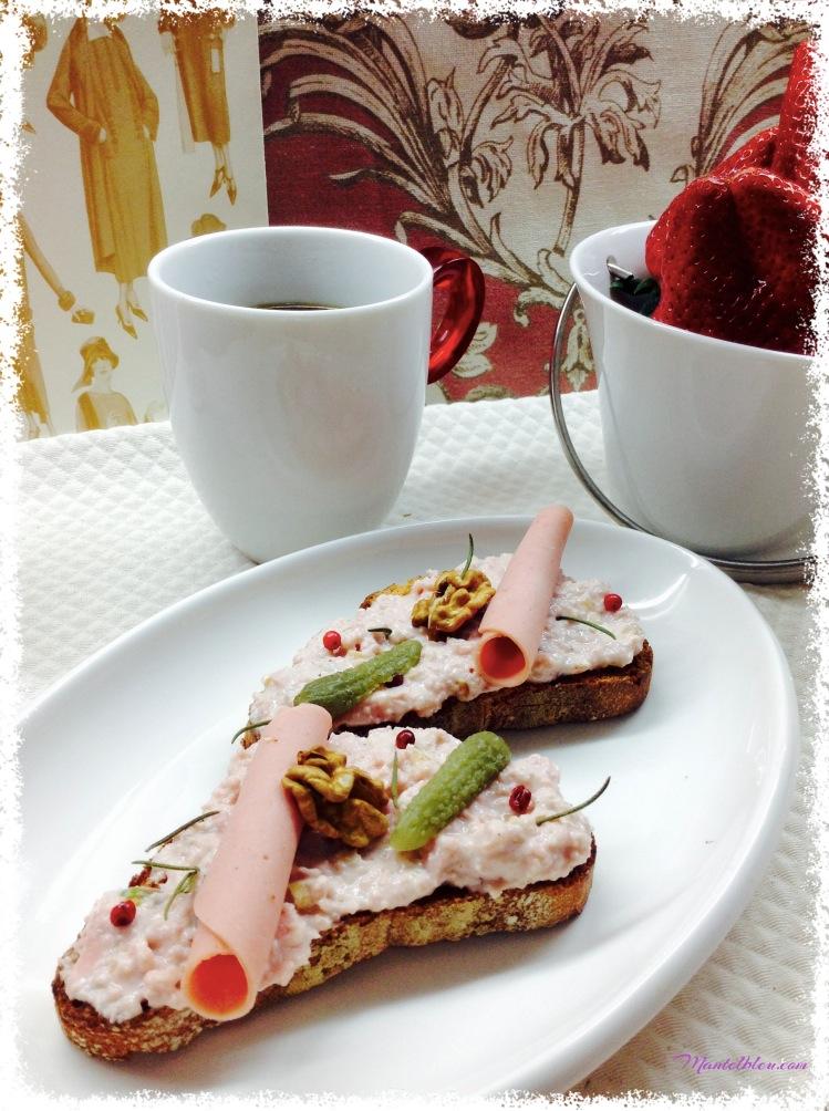 Tosta de crema de mortadela con frutos secos y pimienta rosa 5