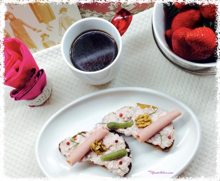 Tosta de mortadela con frutos secos y pimienta rosa 2