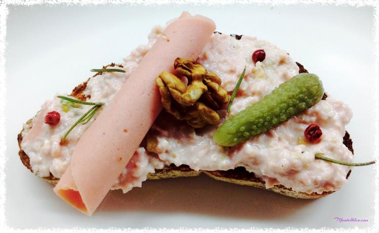 Tosta de mortadela con frutos secos y pimienta rosa 5