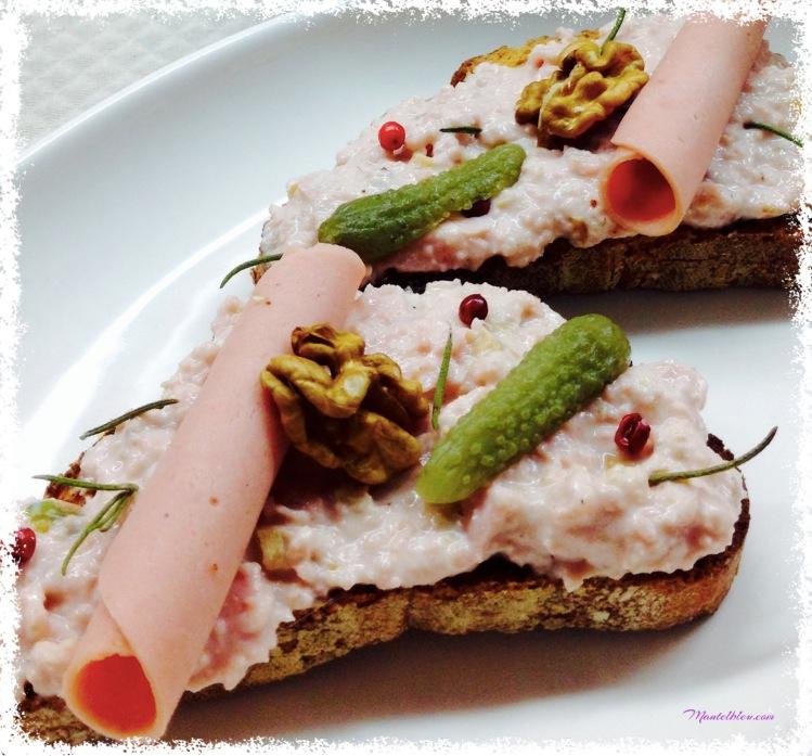 Tosta de mortadelz con frutos secos y pimienta rosa 2