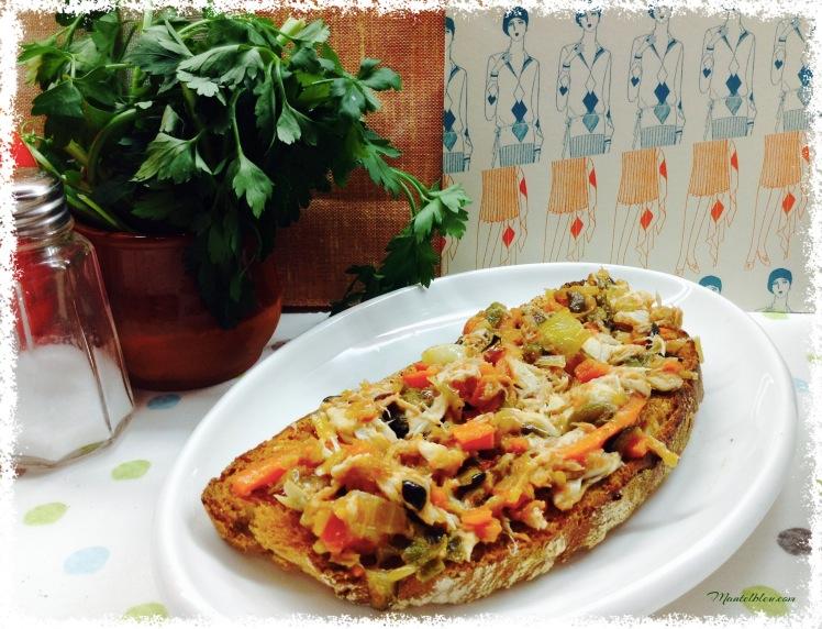 Tosta de verdel con verduras pochadas 1