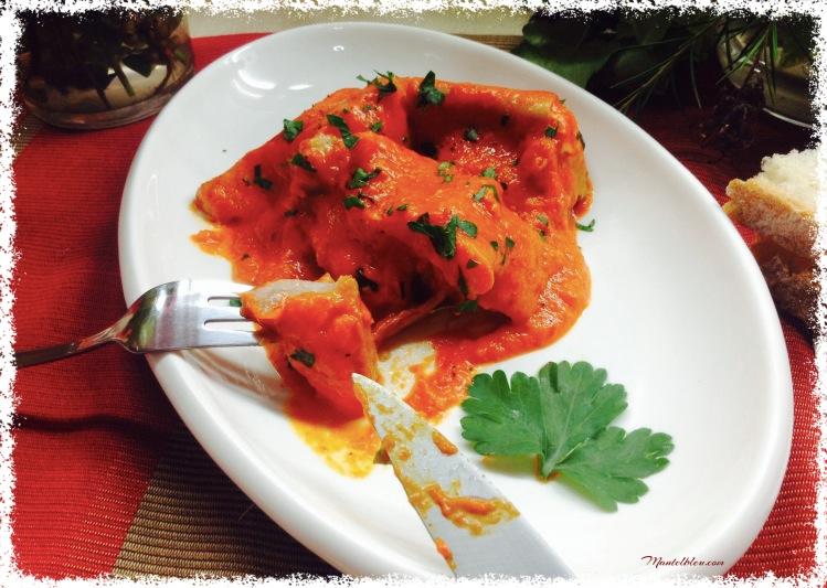 Oreja con crema de tomate y pimientos