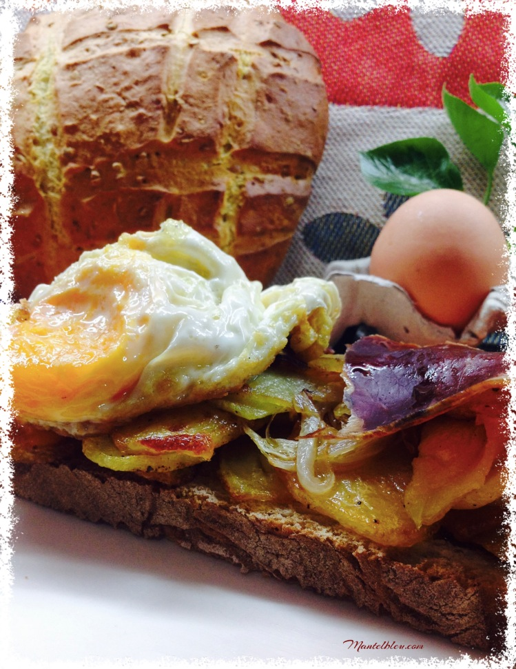 Tosta de huevos rotos con cecina 2