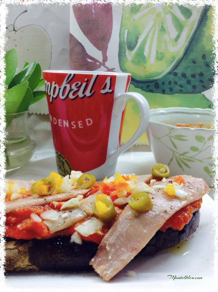 Tosta de ventresca y verduritas sobre crema de tomate 1