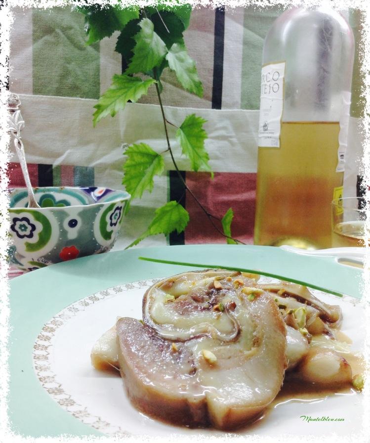 Pastel de cerdo con salsa de cebolla y pistachos 2