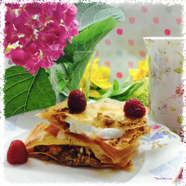 Pasteles crujientes con nueces, yogur griego y frambuesas 4