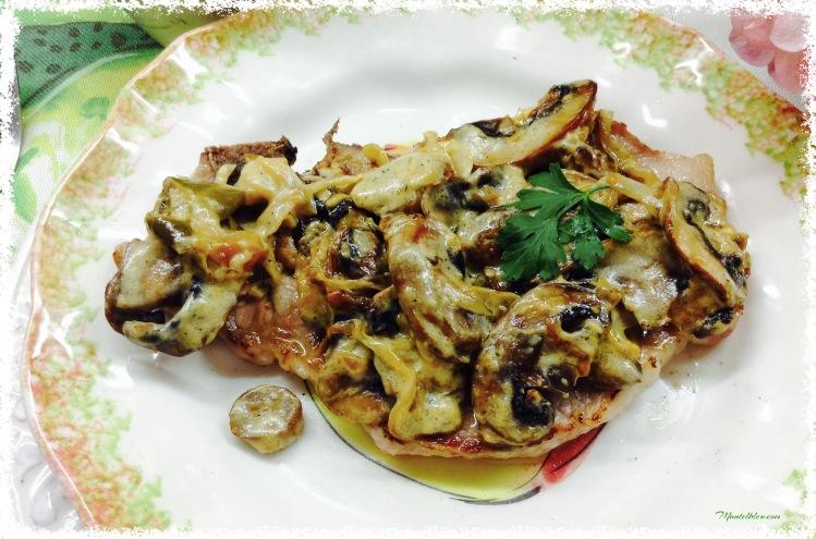Chuleta de lomo con salsa de champiñones y pimienta 2