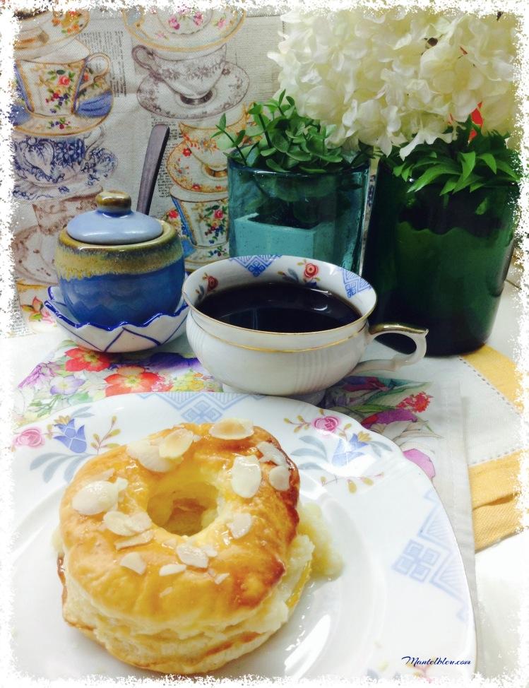 Donuts de hojaldre almibarado relleno de crema 2