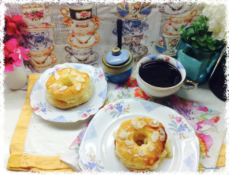 Donuts de hojaldre almibarados rellenos de crema 4