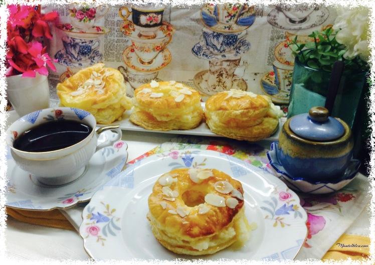 Donuts de hojaldre almibarados rellenos de crema. 1
