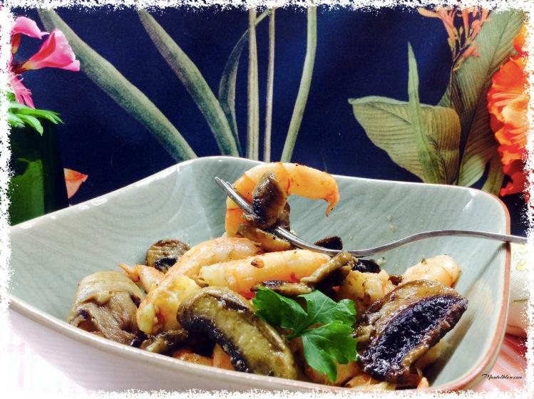 Ensalada templada de champis y langostinos al ajillo. 1