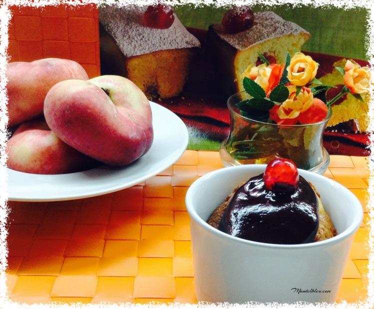 Cake de paraguayo en taza con chocolate 2