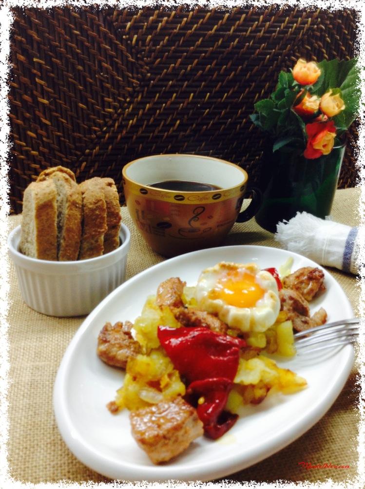 Fritada de patatas con carne adobada con pimientos rojos 2