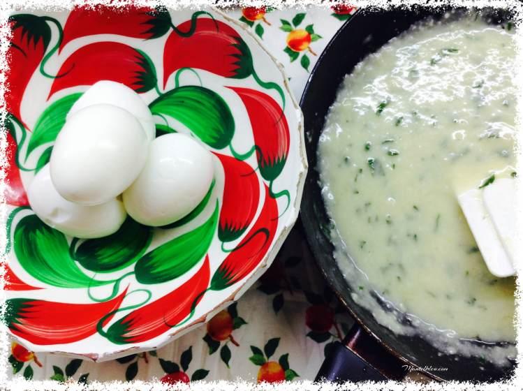 Arroz con huevos en salsa verde elaboración