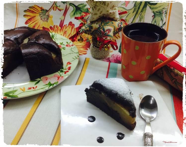 Bizcocho de chocolate relleno con pera en almíbar 4