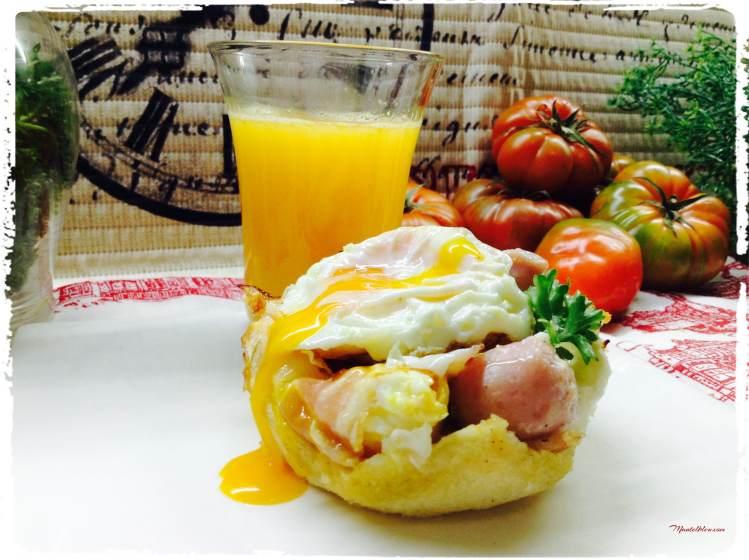 Tartaleta con huevo y salchichas 1