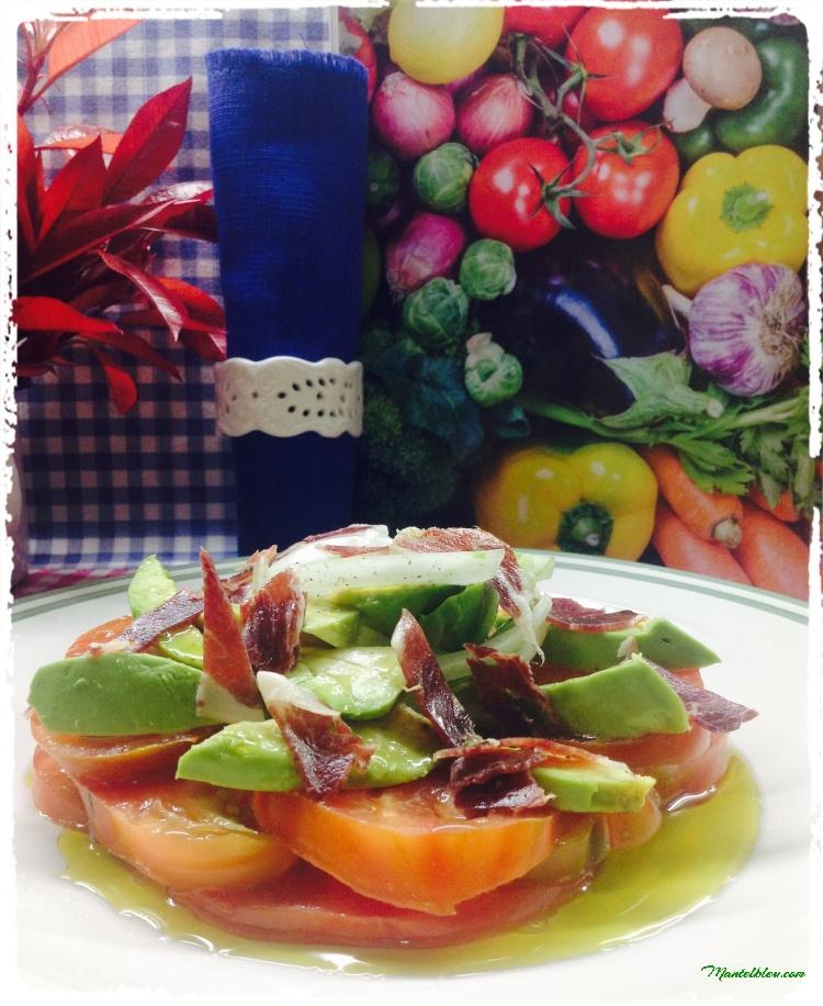 Ensalada de tomate, aguacate, cebolleta e ibérico 2
