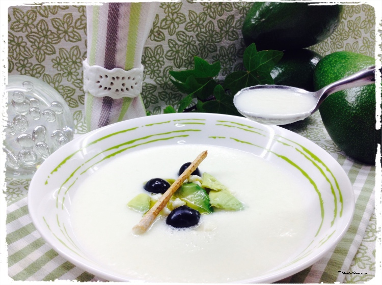 Sopa fría de melón y pepino con feta y aguacate 4