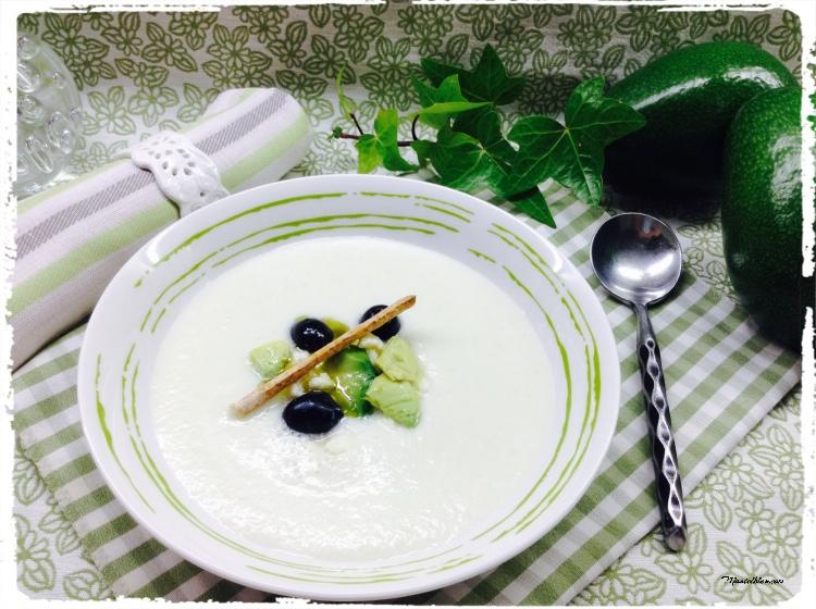 Sopa fría de melón y pepino con feta y aguacate 2