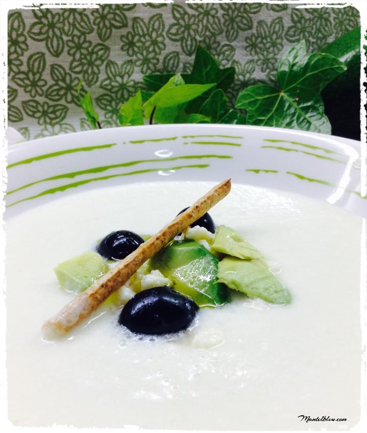 Sopa fría de melón y pepino con feta y aguacate 1