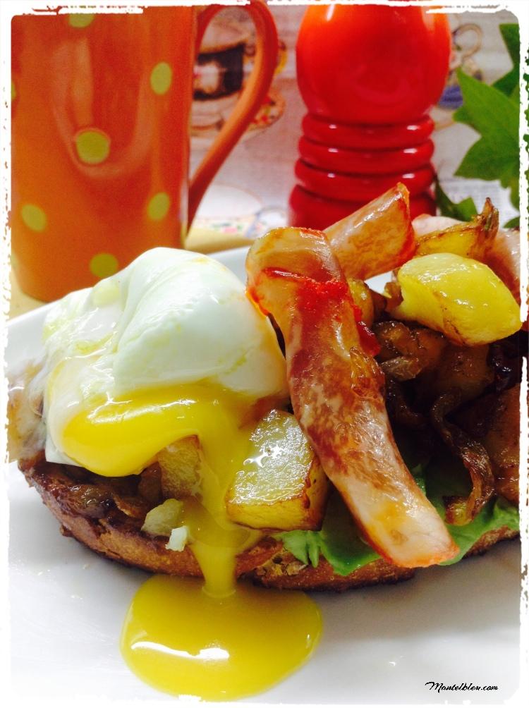Tosta de lomo y huevo con patatas y cebolla frita 2