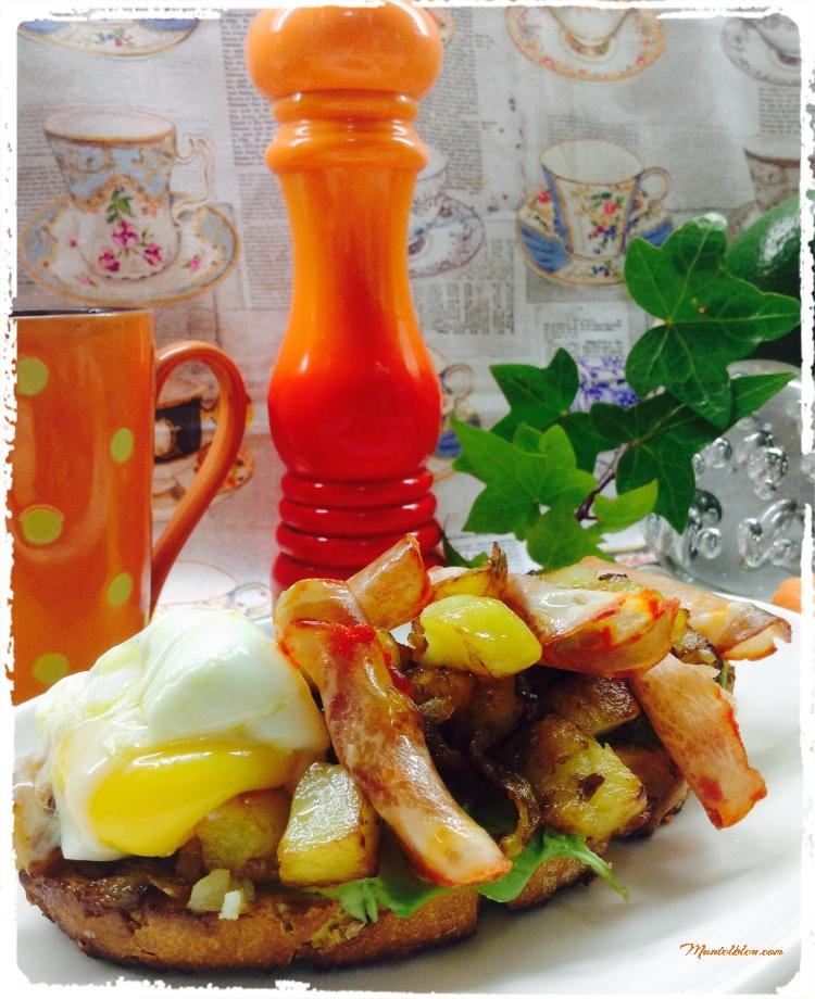 Tosta de lomo y huevo con patatas y cebolla frita 5