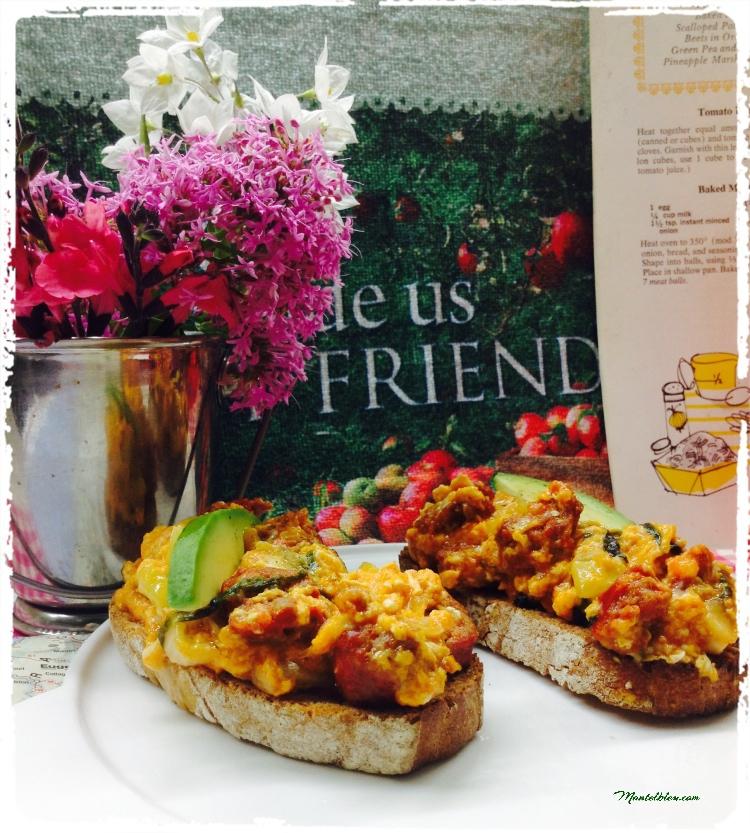 Tosta de revuelto con pepino, lechuga, cebolleta y chorizo 4