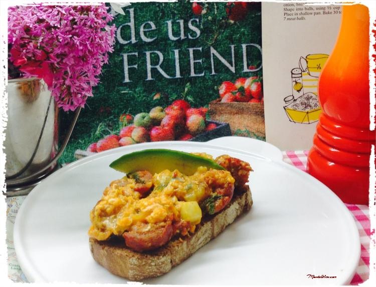 Tosta de revuelto con pepino, lechuga, cebolleta y chorizo 5