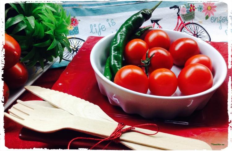 Ensalada con tomate s Cherry, guindilla y queso Ingredientes 1