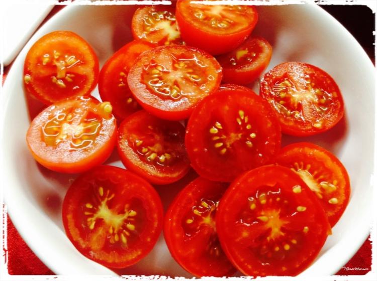 Ensalada de cherrys, guindillas y queso Elaboración