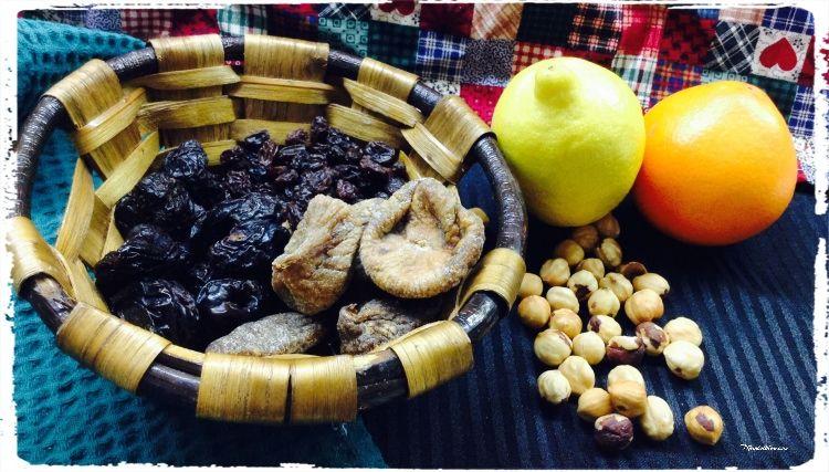 bizcocho-con-frutas-secas-y-avellanas-ingredientes-compressor-2